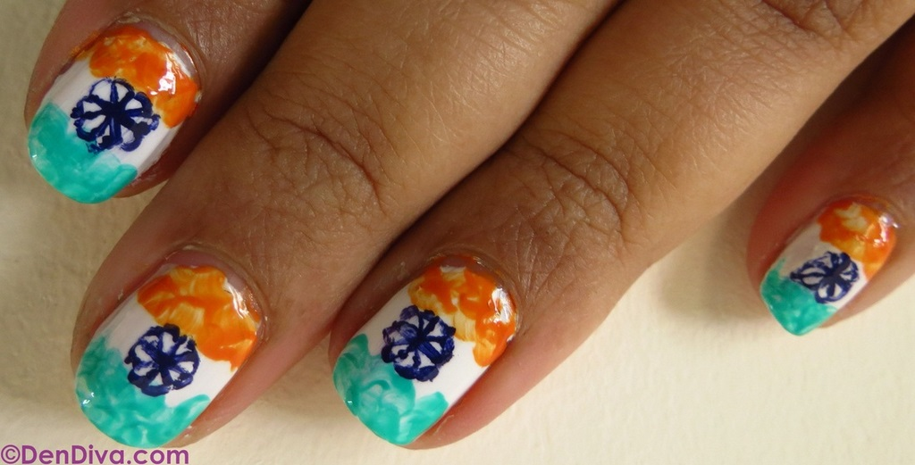 Tricolor inspired nails